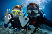 a couple enjoying a scuba diving tour